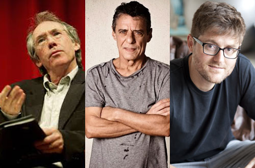 O escritor inglês Ian McEwan ao lado de Chico Buarque e Cezar Tridapalli